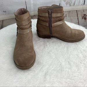 So girls tan suede boots